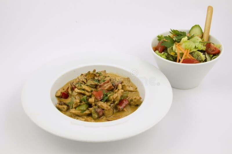Download Curry'ego Kumberland Na Talerzu Kurczak Z Warzywami Na Białym Tle Zdjęcie Stock - Obraz złożonej z dinner, deliciouses: 106912612