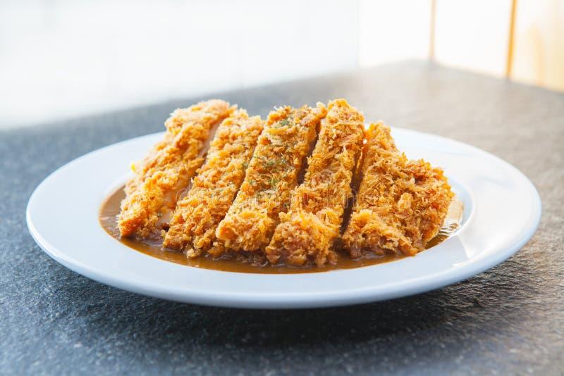 Curry giapponese con il tonkatsu fritto della cotoletta della carne di maiale fotografia stock