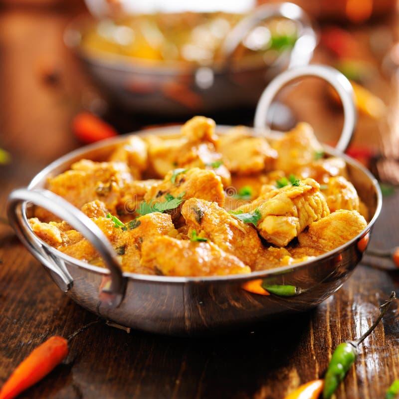Curry indiano del pollo nel piatto di balti immagini stock libere da diritti