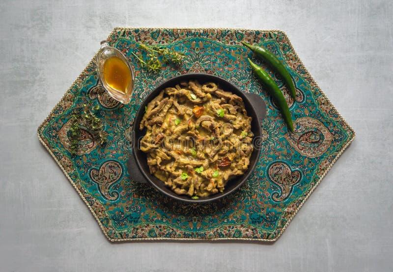 Curry indiano piccante del manzo Piatto indiano con carne immagini stock libere da diritti