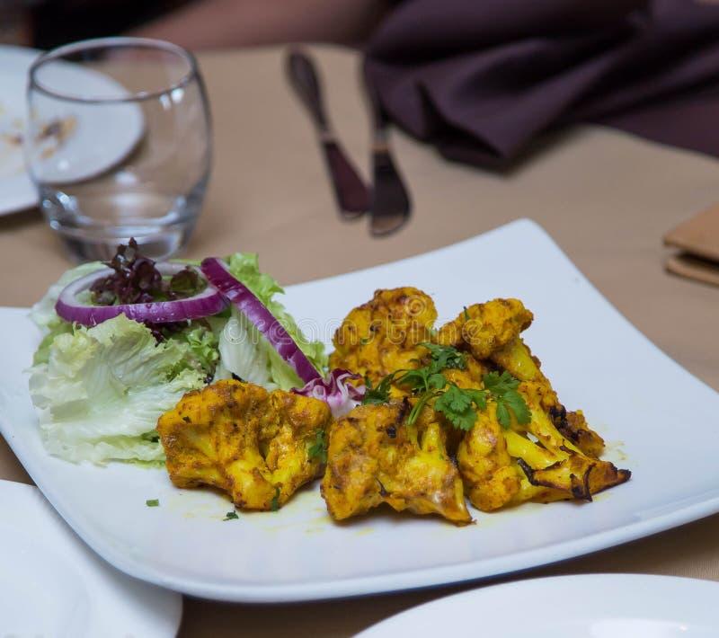 Curry indio de la coliflor imagenes de archivo