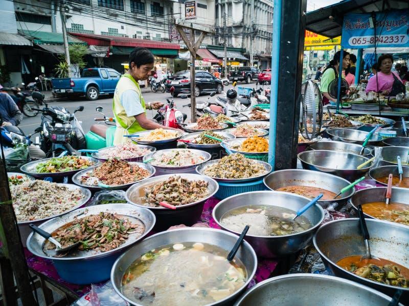 Curry och ris shoppar på den lokala gatamarknaden royaltyfri fotografi