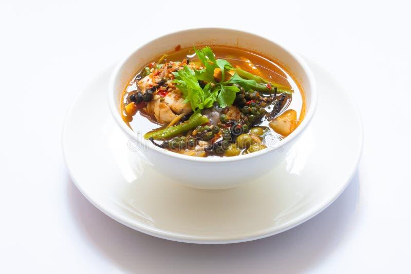 Curry piccante del pesce tailandese con bolw bianco fotografie stock