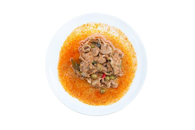 Curry rojo con la leche Panaeng del cerdo y de coco en el plato blanco aislado en el fondo blanco delicioso y famoso fotografía de archivo libre de regalías