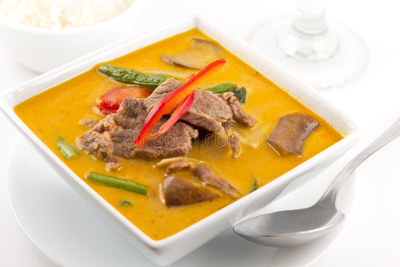 Curry rosso tailandese con manzo fotografia stock libera da diritti