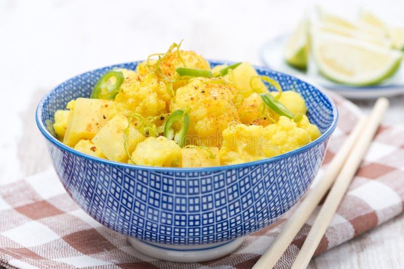 Curry vegetal con la cal, los chiles y la menta imágenes de archivo libres de regalías