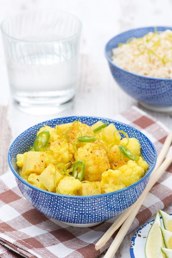 Curry vegetal con la cal y la menta, verticales imagenes de archivo