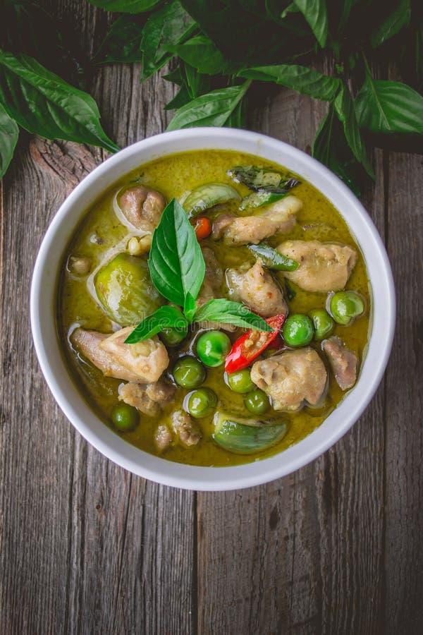 Curry verde con los ingredientes, tradición tailandesa del pollo de la cocina y fotografía de archivo libre de regalías