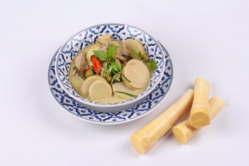 Curry verde del pollo en leche de coco con los lanzamientos de bambú suaves del polo imagen de archivo libre de regalías