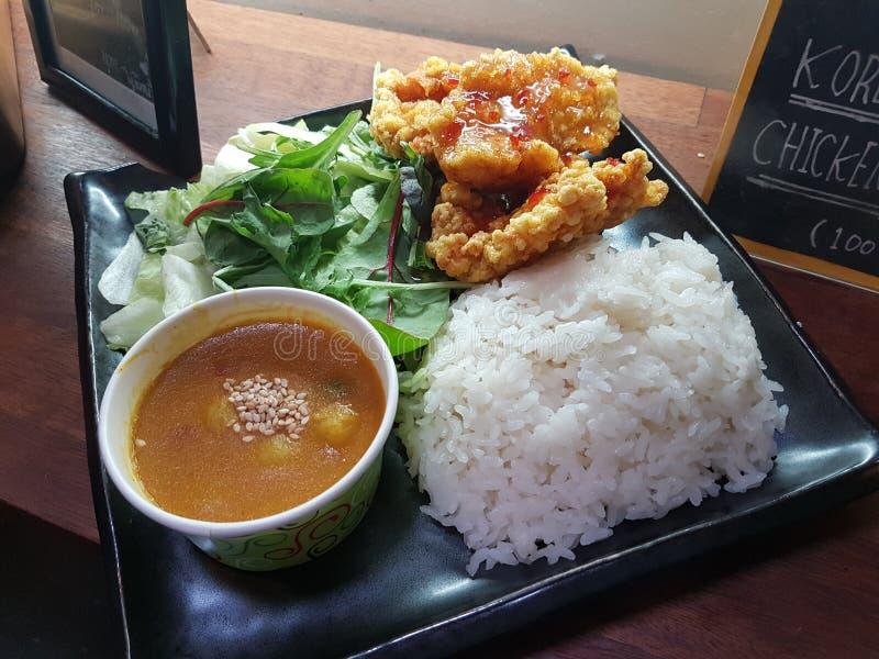 Curry z pieczonym kurczakiem obrazy stock