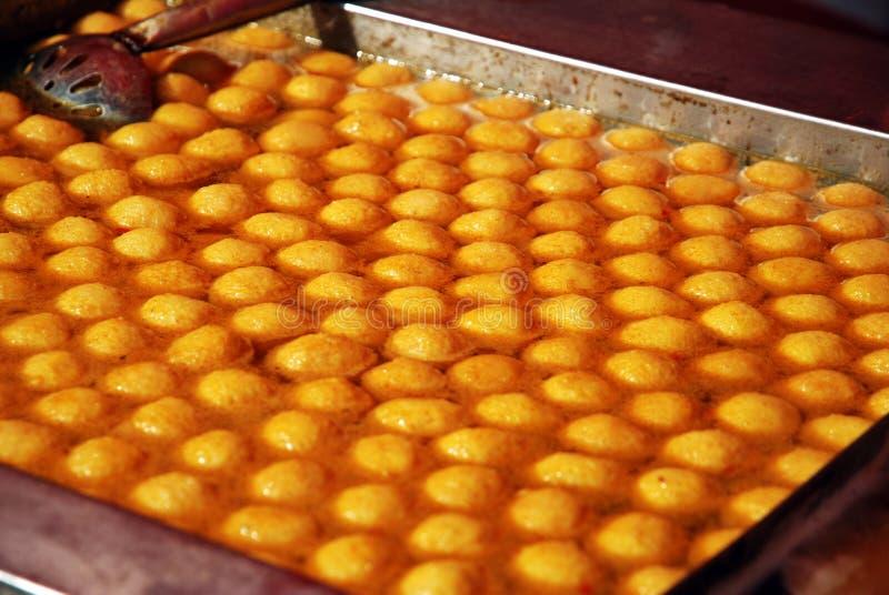 Curryfisk ägg, mycket läckra looks royaltyfria bilder