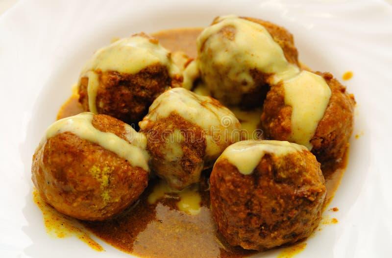 Currysoße-Fleischklöschen stockbild