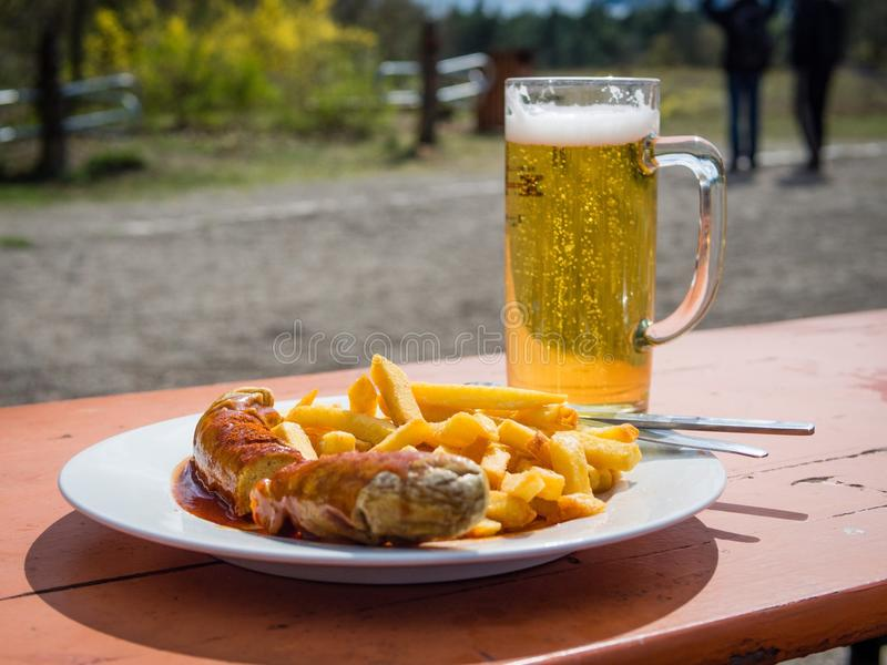 Currywurst i piwo fotografia royalty free