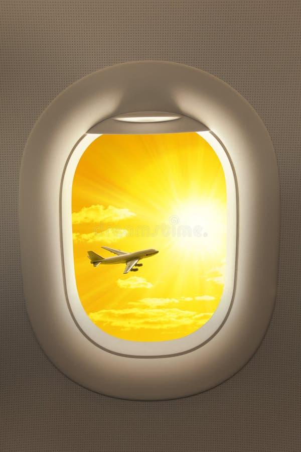 Curso da janela do avião imagem de stock