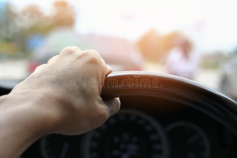 Curso da viagem por estrada do carro do veículo da movimentação da viagem dos povos imagens de stock