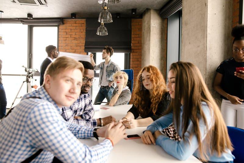 Curso de aprendizaje del márketing para los estudiantes extranjeros imagenes de archivo