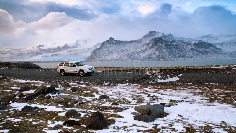 Curso de carro do inverno de Islândia fotografia de stock