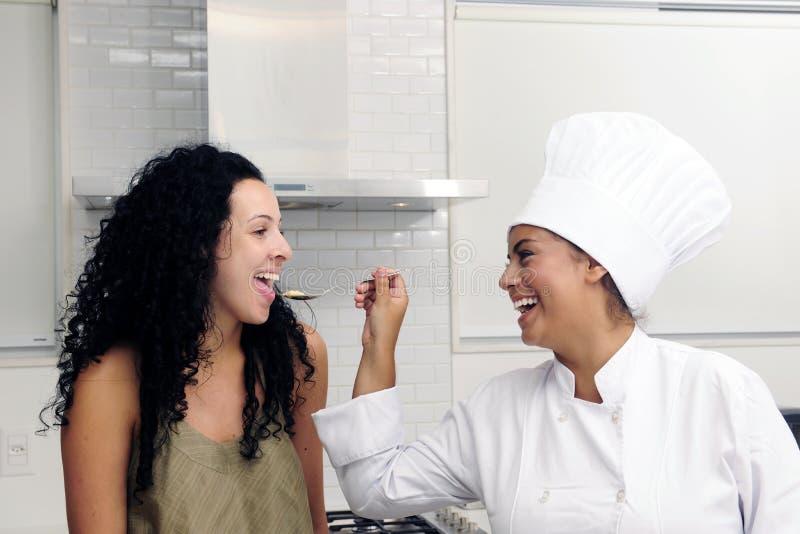 Curso de la cocina: el probar de cocinar fotografía de archivo