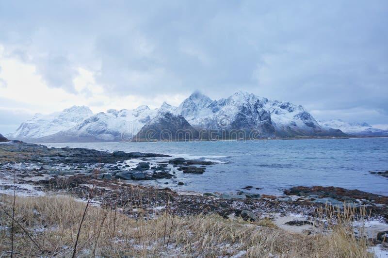 Curso de mar ártico frio para as férias da lua de mel ou o inverno do divertimento que viajam para o papel de parede foto de stock royalty free