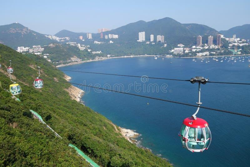 Curso de turistas no teleférico no parque do oceano, Hong Kong fotografia de stock royalty free