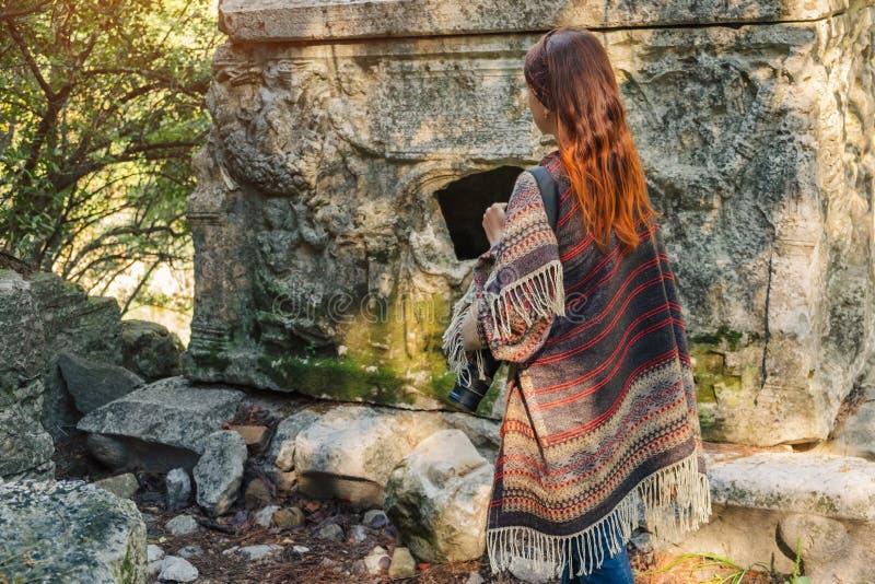 Curso do fotógrafo em Turquia e para explorar ruínas de Olympos foto de stock
