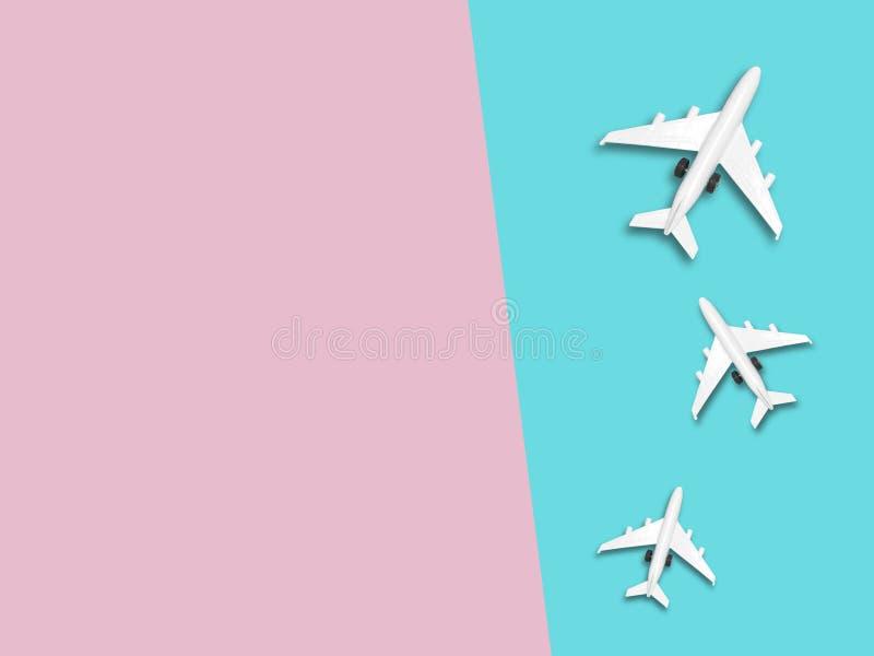 Curso em todo o mundo para sua vida colorida Aprecie a viagem engraçada da viagem A vista superior para o espaço da cópia alguma  fotografia de stock
