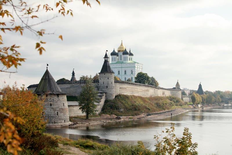 Curso no Kremlin de Rússia Pskov foto de stock royalty free