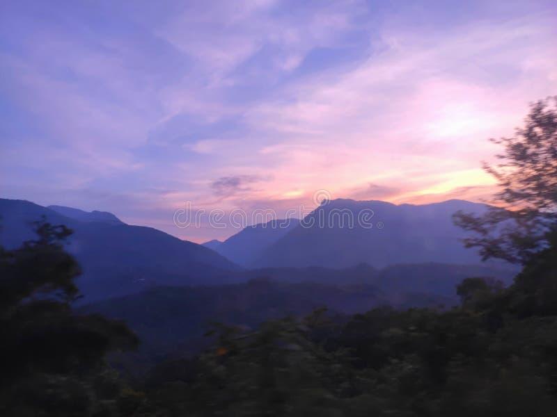 Curso no por do sol roxo do tamazunchale fotografia de stock royalty free