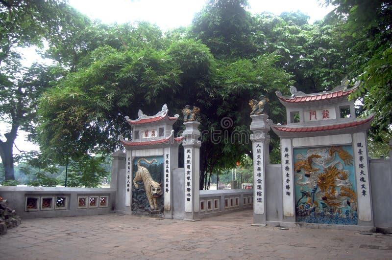 Curso no templo do filho de Ngoc em Hanoi Vietname fotografia de stock