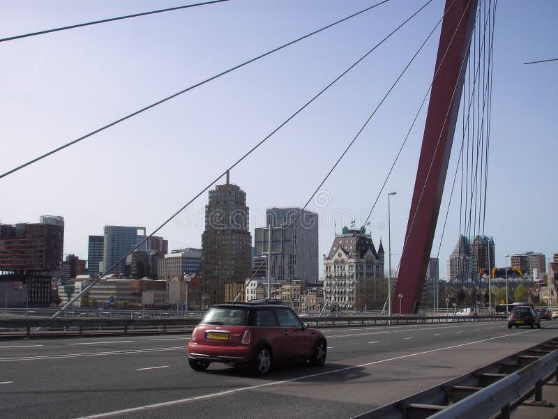 Curso Ponte moderno edifícios Carro imagens de stock royalty free