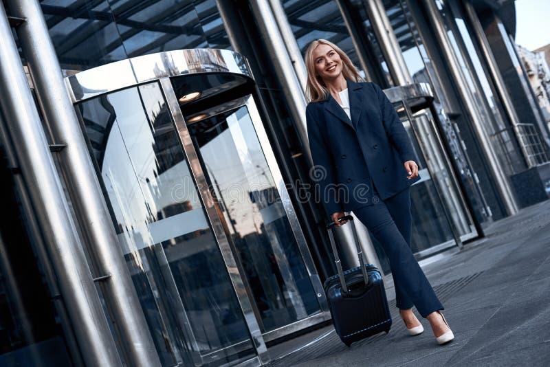 Curso, viagem de negócios Povos e conceito da tecnologia - feliz você imagens de stock