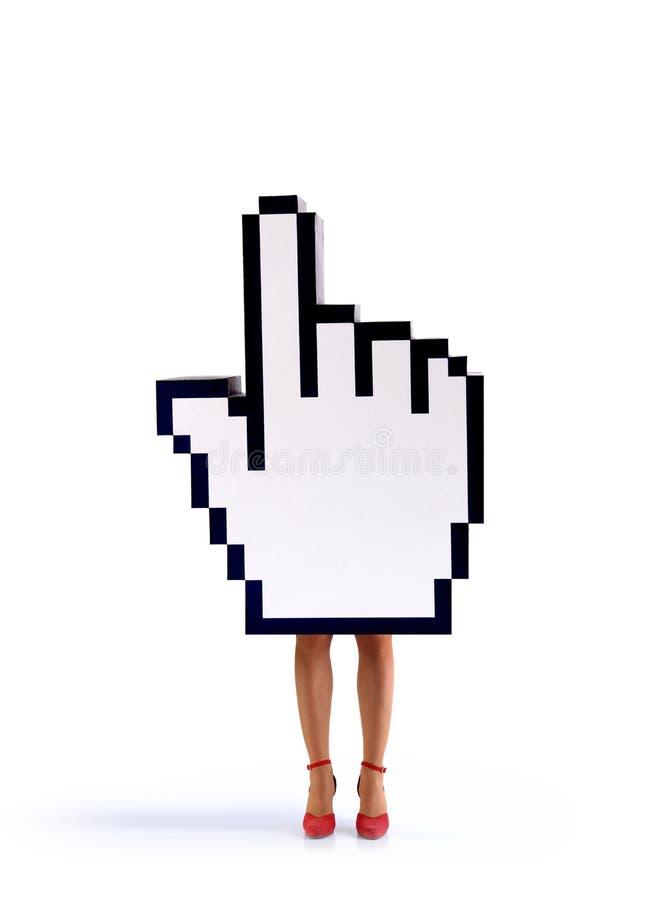 Cursor de la mano del comercio electrónico con las piernas femeninas fotografía de archivo