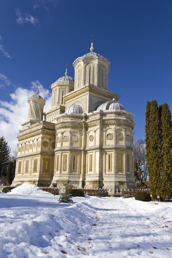 Curtea de Arges Kloster i vinter fotografering för bildbyråer