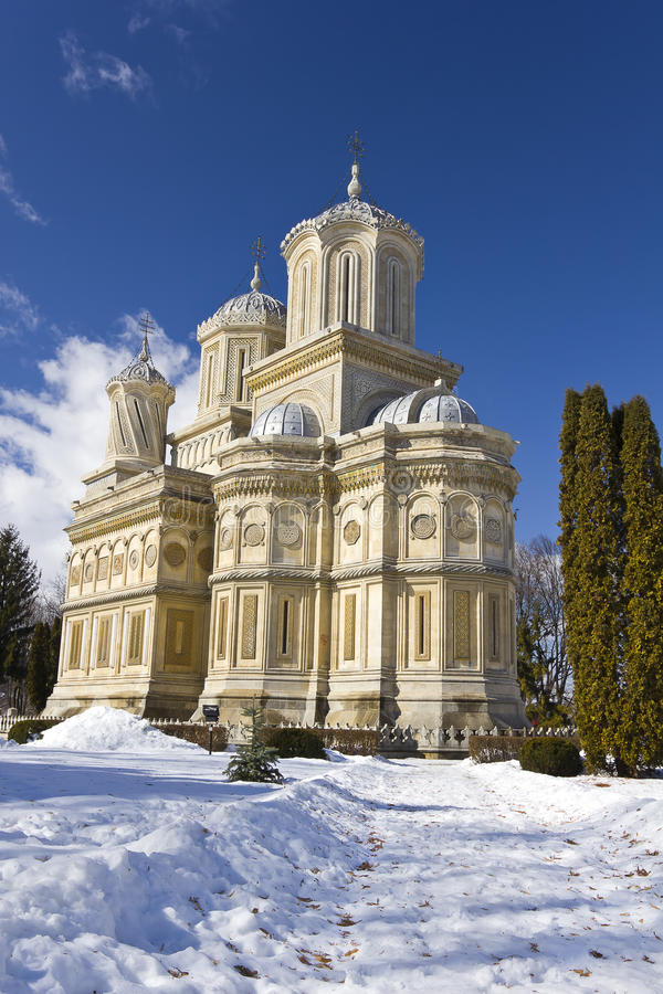 Curtea de Arges Monastery im Winter stockbild