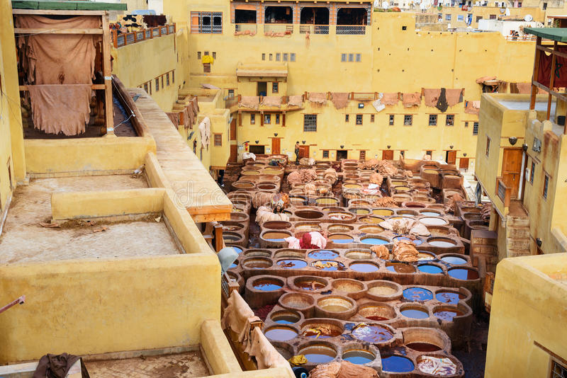 Curtiduría tradicional de Chouwara en Fes, Marruecos fotografía de archivo libre de regalías