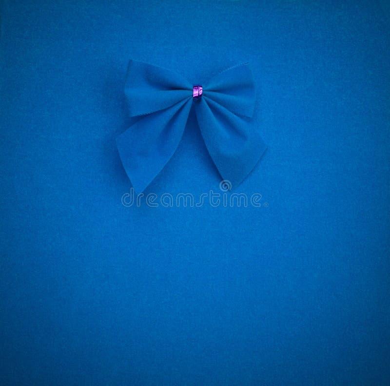 Curva azul em um fundo azul com vinheta zombe acima para o texto, felicitações, frases fotografia de stock royalty free