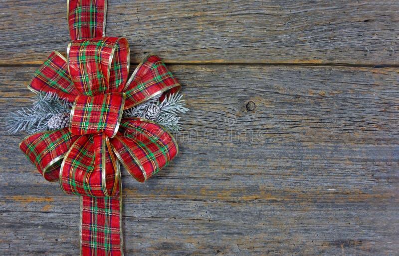 Curva da manta do Natal na madeira fotos de stock royalty free