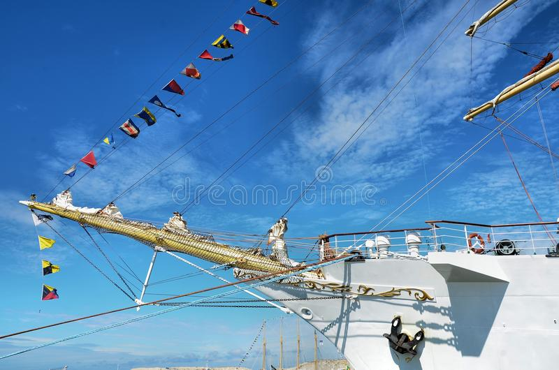Curva de um navio alto foto de stock