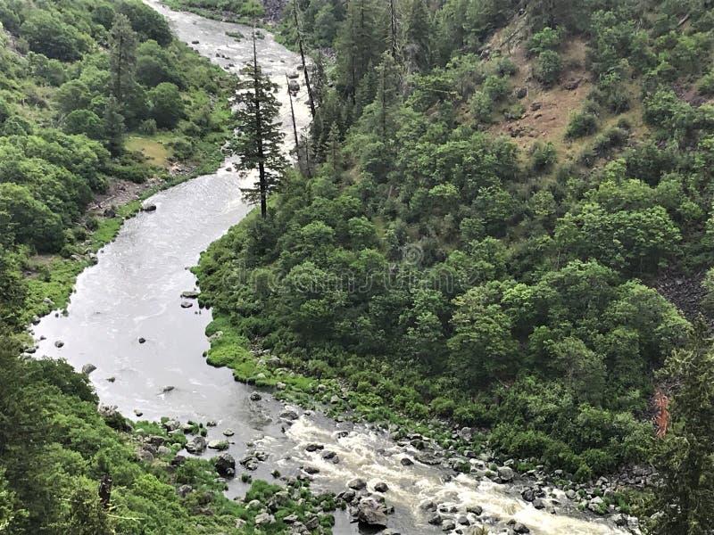Curva del barranco del río de Klamath imagen de archivo