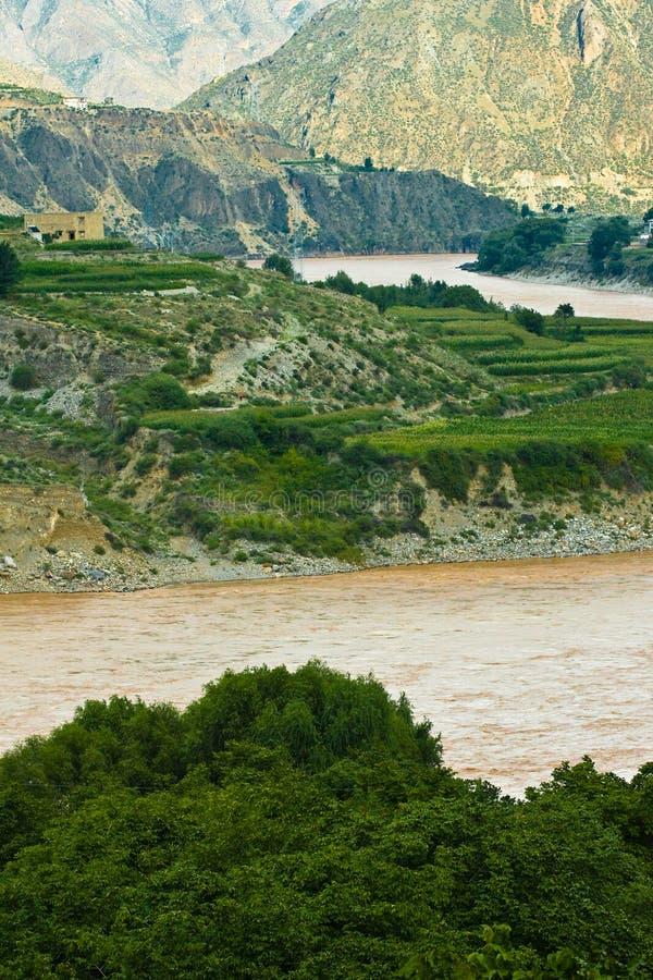 Curva del río del jinsha imagenes de archivo