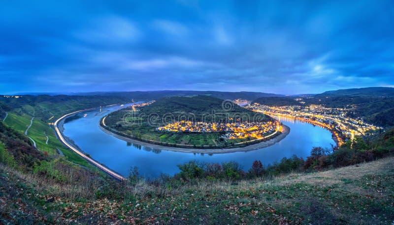 Curva del río Rhine cerca de la ciudad Boppard, Alemania imagen de archivo
