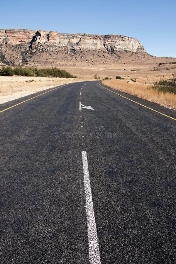 Download Curva En El País Asphalt Road Con La Montaña En Fondo Imagen de archivo - Imagen de áfrica, abierto: 41915459