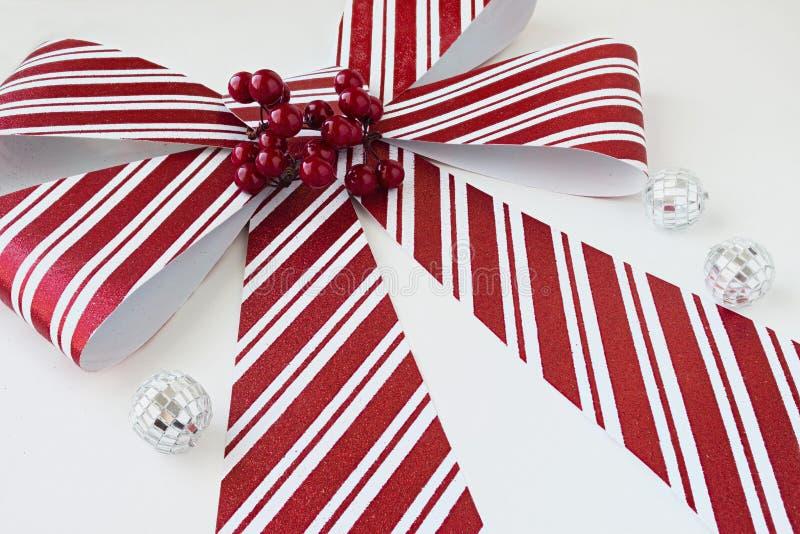 Curva listrada vermelha e branca grande do Natal imagem de stock