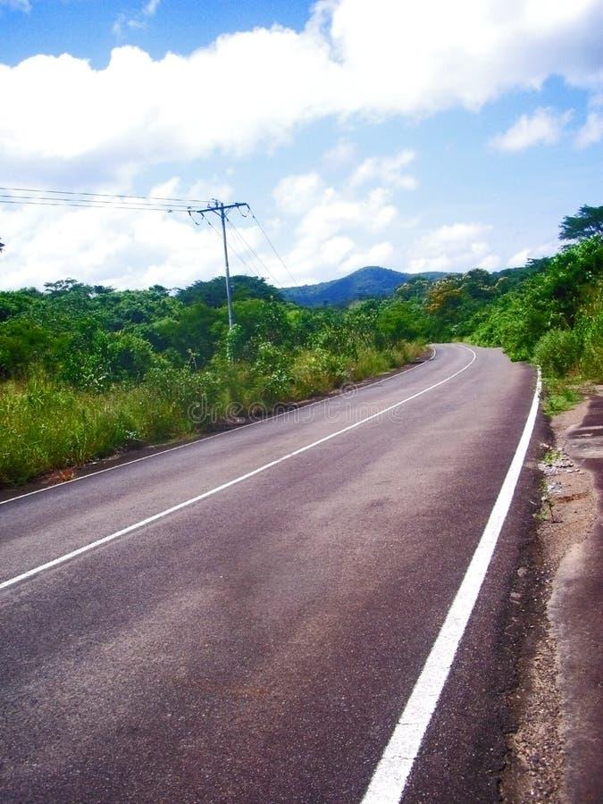 Curva sulla strada rurale fotografia stock