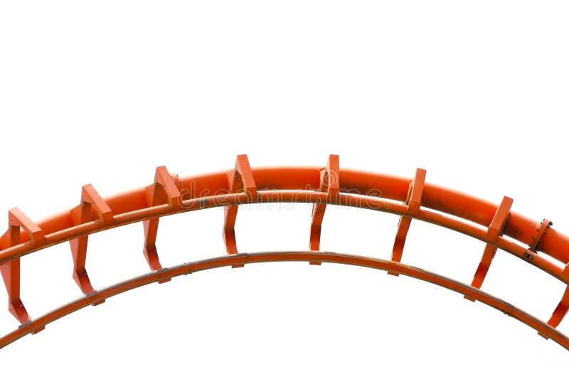 Curvado de la pista anaranjada de la montaña rusa en cierre para arriba aislada en el fondo blanco ilustración del vector