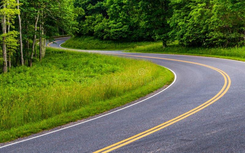 Curvas na movimentação da skyline no parque nacional de Shenandoah, Virgínia imagem de stock royalty free