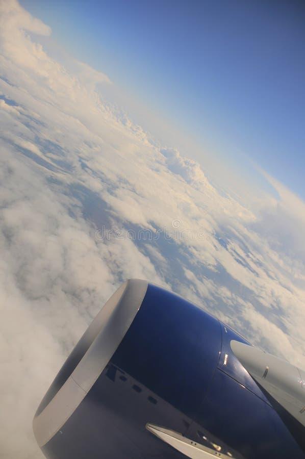 Curvatura de la tierra (opinión de la ventana del aeroplano) fotos de archivo libres de regalías