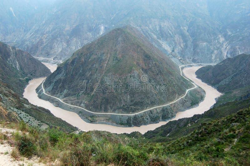 Curvatura del fiume di Jinshajiang fotografie stock libere da diritti