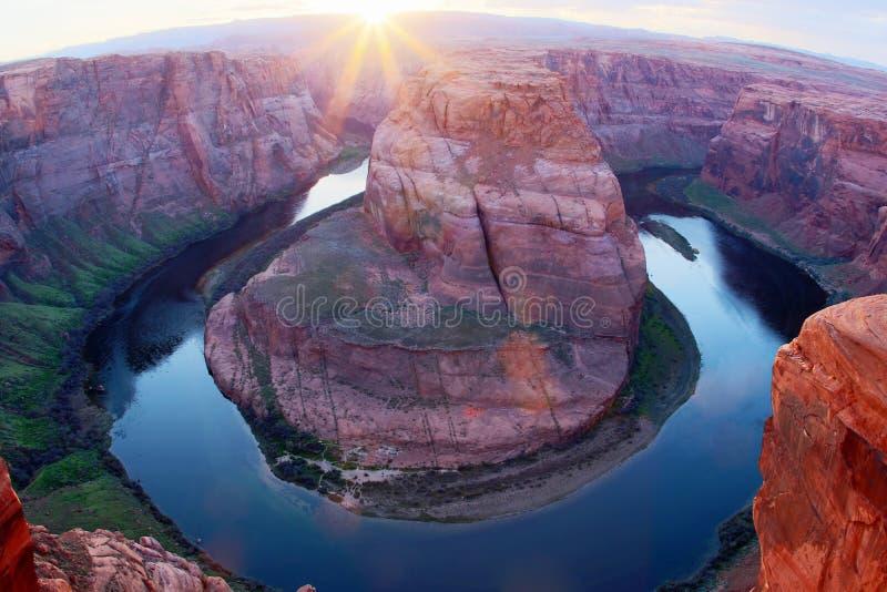 Curvatura em ferradura do Rio Colorado durante horas do por do sol, o Arizona, U foto de stock royalty free
