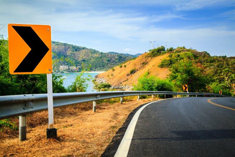 Curve el camino al montain, cabo de Phromthep, Phuket, Tailandia imágenes de archivo libres de regalías